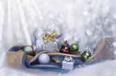 Christmas background with silver balls and present — Stock fotografie