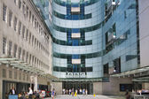 LONDON, UK - JUNE 3, 2014: BBC head office and square in frond of main entrance — Stock Photo