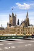 LONDON, UK - JULY 14, 2014: Big Ben, Houses of parliament and Westminster bridge on river Thames — Stock fotografie