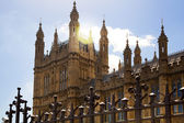 LONDON, UK - JULY 14, 2014: Big Ben, Houses of parliament and Westminster bridge on river Thames — Stockfoto