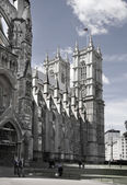 LONDON, UK - JUNE 14, 2014: Westminster abbey, view form the park — Photo