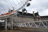 LONDON, UK - JULY 29 2014: London eye, part of great engineering construction. South walk of river Thames — Stock Photo