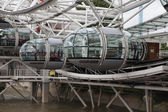 LONDON, UK - JULY 29 2014: London eye, part of great engineering construction. South walk of river Thames — Stockfoto