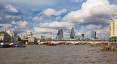 LONDON, UK - AUGUST 9, 2014: view of London from the river Thames, office buildings and St. Paul's cathedral — Stok fotoğraf