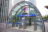 LONDON, UK - JULY 24, 2014: London tube, Canary Wharf station, busiest station in London, bringing about 100 000 office workers every day — Stock Photo