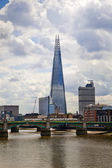 LONDON, UK - JUNE 30, 2014: Shard of glass on the river Thames, office and residential building in the City of London one of the leading centres of global finance. — Stok fotoğraf