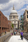 LONDON, UK - AUGUST 9, 2014: view of London from the river Thames, office buildings and St. Paul's cathedral — Stock Photo