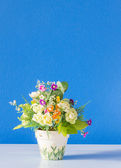 Flower and potted beautiful on wooden table background — Stockfoto