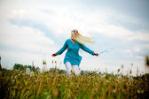 The girl on a field of dandelions — Stock Photo