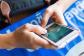 Mobilní telefon v ruce — Stock fotografie