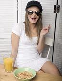 Portrait of funny teenage girl in white dress and sunglasses, having breakfast — Zdjęcie stockowe