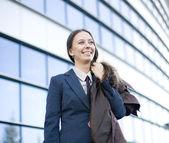 Portret kobiety całkiem młody biznes rozmowy na telefon — Zdjęcie stockowe