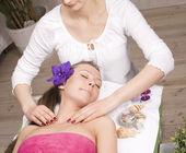 Stock photo attractive lady getting spa treatment — Zdjęcie stockowe