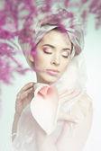 Porträt der jungen frau schönheit mit blume — Stockfoto