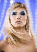 Skönhet ung kvinna med creative make up — Stockfoto