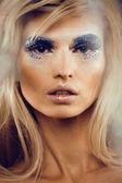 Krása mladá žena s kreativní make-up — Stock fotografie