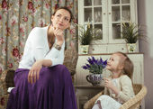 Young mother with daughter at luxury home — Stock Photo