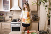 Pretty young woman on kitchen preparing dinner — Stockfoto