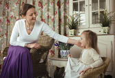 Young mother with daughter at home — ストック写真