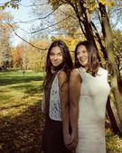 Madre matura con figlia fuori — Foto Stock