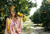 Pretty Islam woman in orange grove smiling — Stok fotoğraf