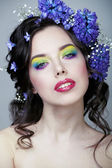 Beauty young woman with flowers and make up close up — 图库照片