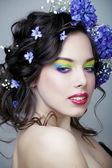 Beauty young woman with flowers and make up close up — Foto Stock