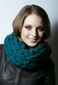 Young pretty woman in sweater and scarf all over her face — Stock Photo