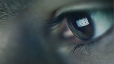 Boy eye surfing internet — Stock Video