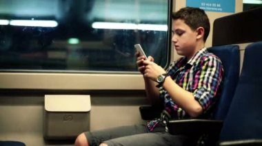 Boy sending sms, texting on cell phone — Stock Video
