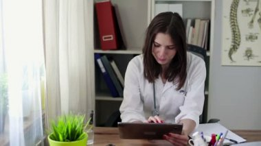Doctor working with tablet — Stock Video