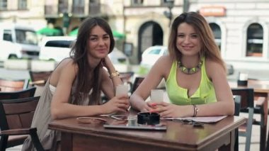 Women in cafe — Stock Video