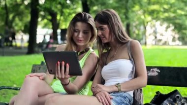 Girlfriends with tablet computer — Stock Video