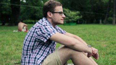 Feliz jovem estudante masculino — Vídeo Stock