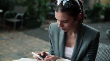 Businesswoman with smartphone — Stock Video