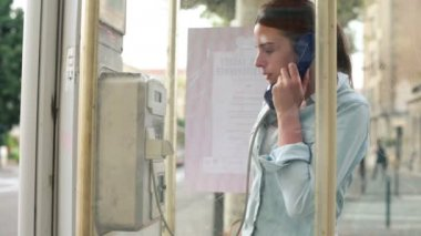 Woman calling phone in telephone booth — Stock Video