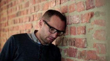 Sad man by brick wall — Stock Video