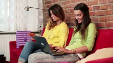 Happy girlfriends with tablet and laptop — Stock Video