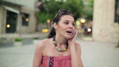 浅谈手机的女人 — 图库视频影像