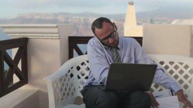 Multitasking podnikatel pracovní — Stock video