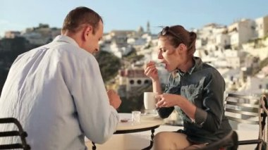 Couple chatting in cafe — Stock Video