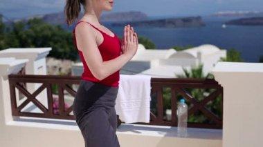 Woman meditating outside — Stock Video