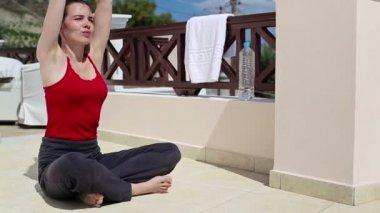 Woman meditating on terrace — Stock Video