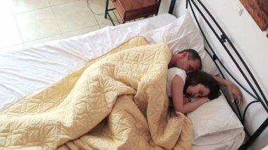 Couple sleeping — Stock Video