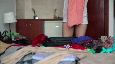 Woman hands packing suitcase — Video Stock