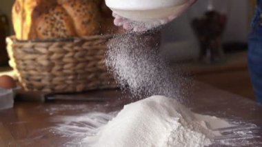 Sifting flour through sieve — Stock Video