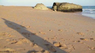Woman jogging on beach — Stock Video