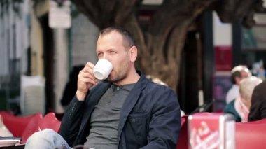 Man drinking coffee — Stock Video