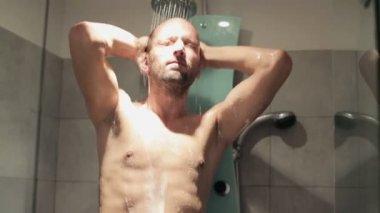 Man under shower — Stock Video