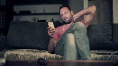 Man using smartphone — Stock Video